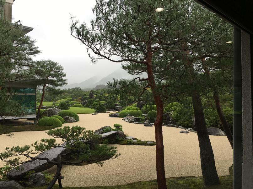足立美術館の日本庭園1